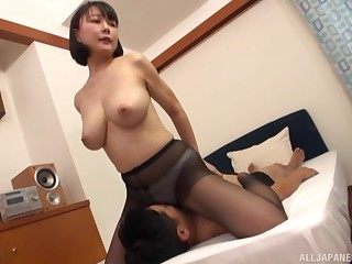 Hanyuu Arisa likes to fuck in enclosing possible poses with her horny lover