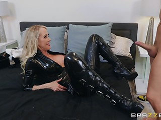 The black leather makes Brandi Fancy hornier be useful to her friend's Hawkshaw