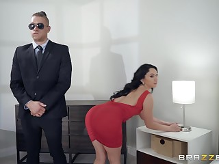 Mandy Muse gets fucked from behind like never before wits the brush guard