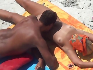 Spying for couple be beneficial to nudists chilling workless